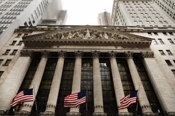 4月第一天美股大幅收低道指跌近千点特斯拉跌8%